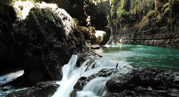 Aliran Sungai Cijulang Green Canyon