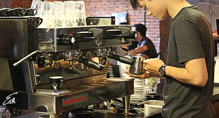 Barista Di Two Hands Full
